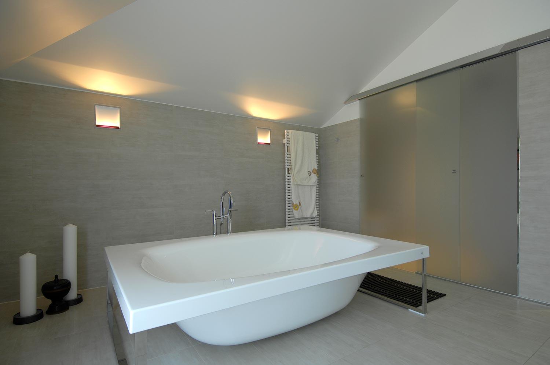 baignoire centrale perfect finest baignoire ilot ovale. Black Bedroom Furniture Sets. Home Design Ideas